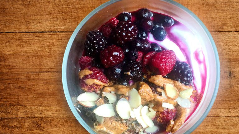Greek Yogurt with Berries Breakfast Bowl